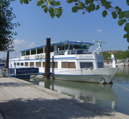 One-day cruise on the Hermès boat