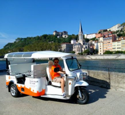 Ride in a tuk-tuk – The Essential Tour in 1 hour