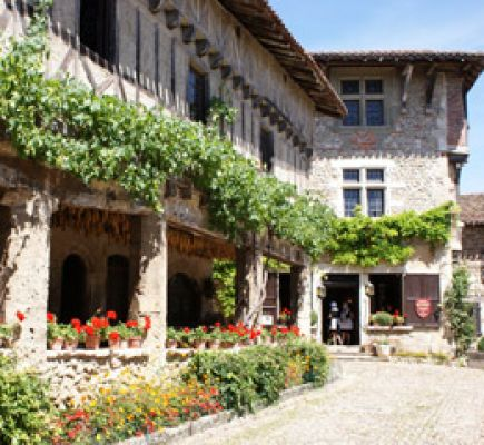 Beaujolais and Pérouges - Full day