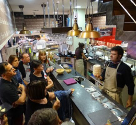 Lyon guided tour + Visit and food-tasting in the Halles Paul Bocuse - 4h