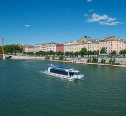 Sightseeing cruise from quai Rambaud