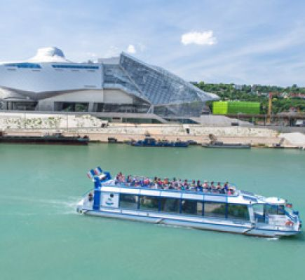 Offbeat sightseeing cruise to the heart of the Confluence district
