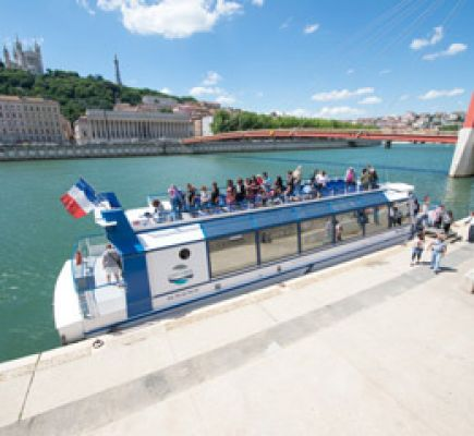 Lyon in a different way - Sightseeing cruise