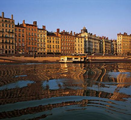 Sightseeing cruise, starting from Quai Rambaud, from the 5th to the 8th of December 2019