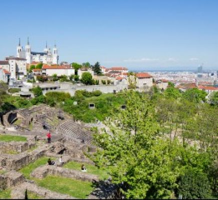 From one funicular to the other: viewpoints on Fourvière Hill